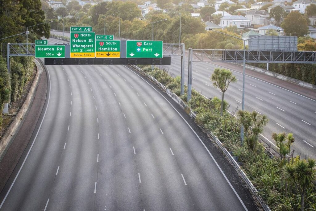 empty freeway in Auckland